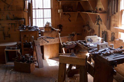 Lem kayu dan lem hpl Crona - adam patterson v13x0qU4afA unsplash scaled e1602172461167