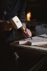 Lem kayu dan lem hpl Crona - pexels anna shvets 5711879